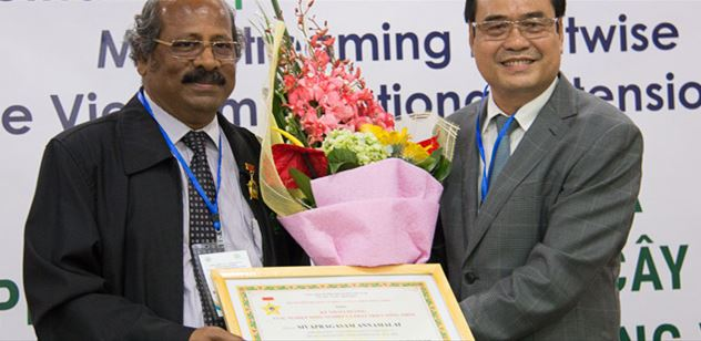 CABI scientists receive prestigious Vietnamese agricultural award