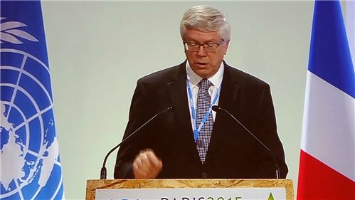 On 8 December, CABI CEO, Dr Trevor Nicholls, addressed the United Nations Framework Convention on Climate Change (UNFCCC) and called for urgent support to help farmers adapt to global warming.