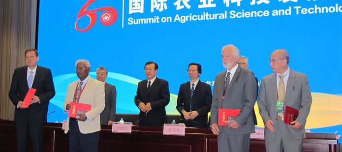 CABI scientist receives the International Friends Award from the Chinese Academy of Agricultural Sciences