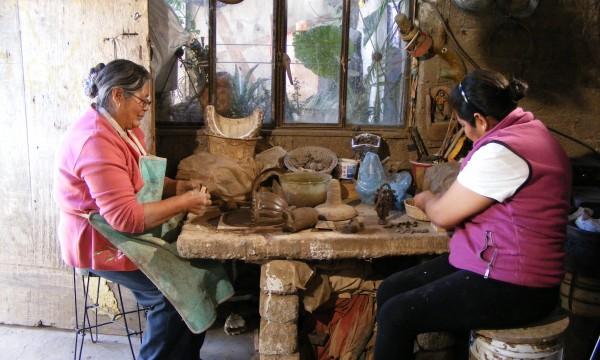Women_artisans_from_Metepec_MEX